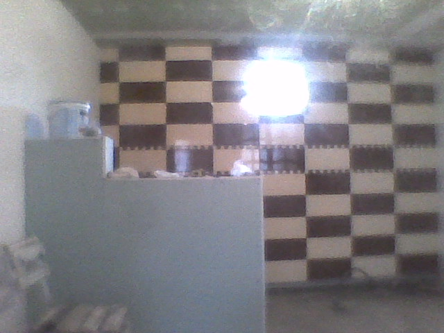 model de faianta stil sah in bucatarie cu bar de rigips