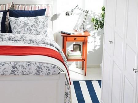 un dormitor cu mobilier alb ideal pentru copii