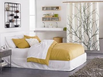model dormitor alb cu decoratiuni pe pereti mobilat simplist
