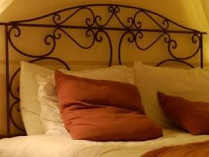 nu e dormitor romantic daca nu are un pat cu grilaje de fier imitatie rustic