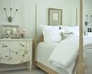 Design dormitor alb cu pat cu baldachin di lemn masiv