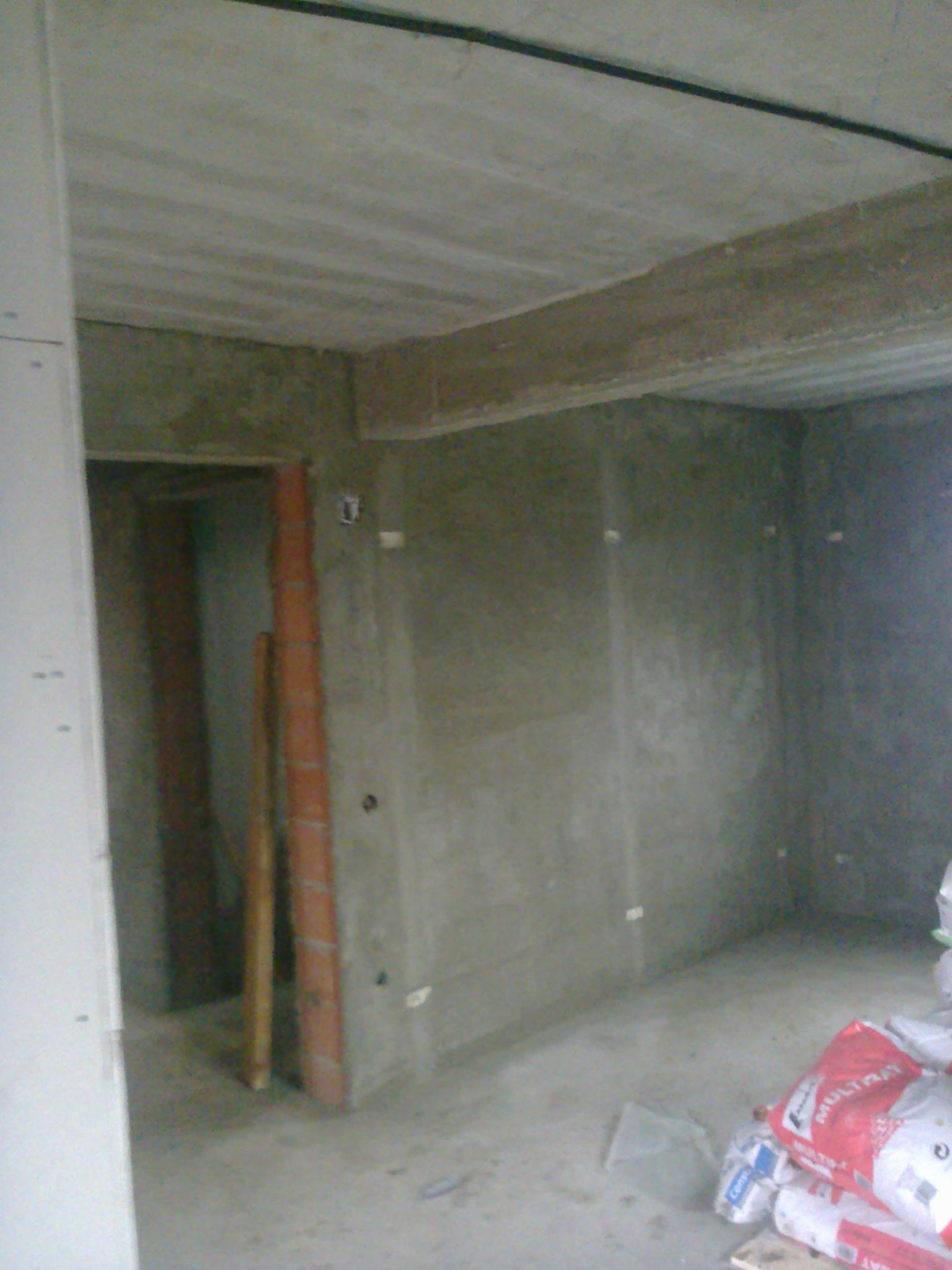 sapa peste placa de beton