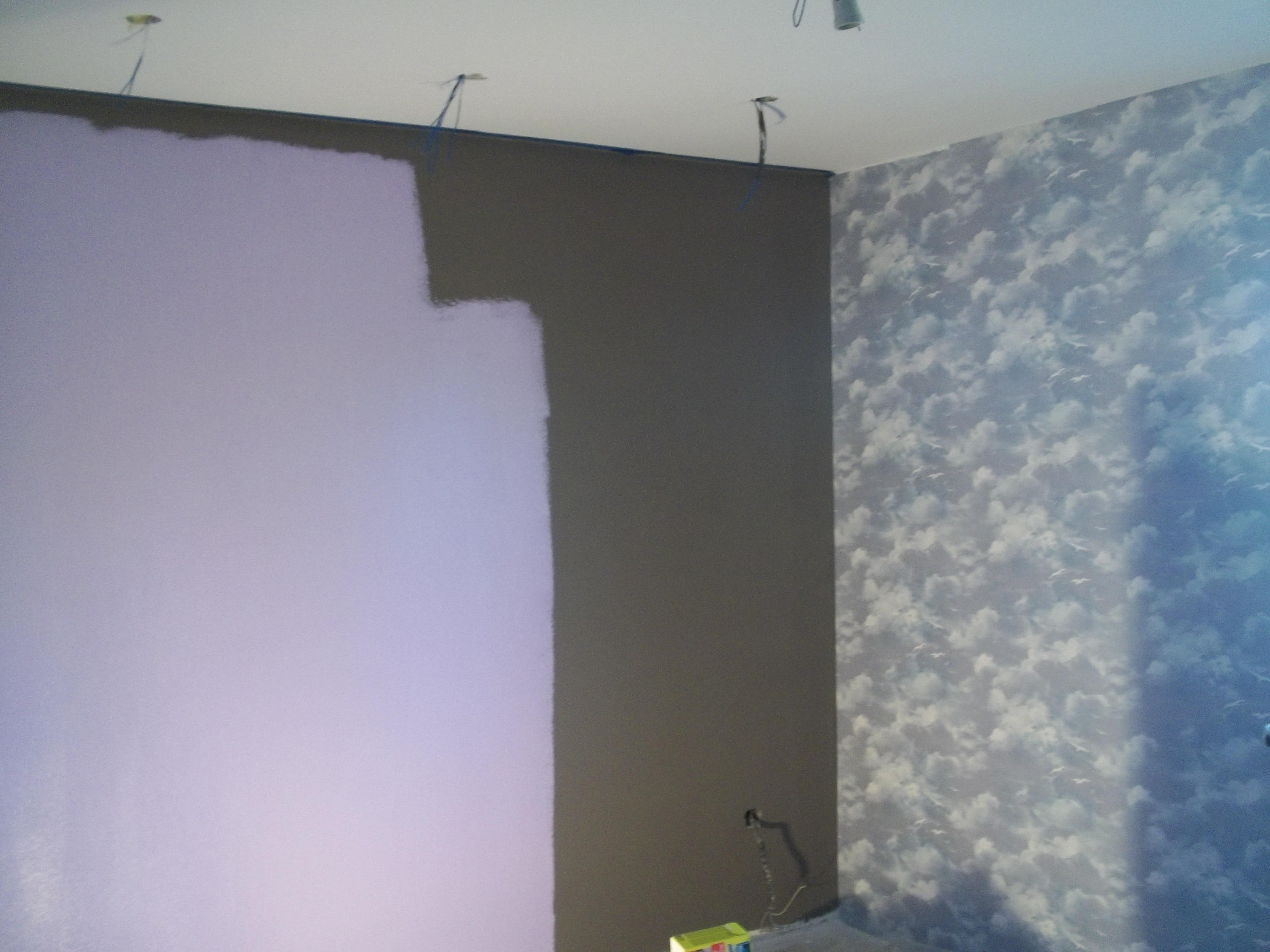 model de tapet lipit in dormitor perete negru